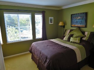 Room available in newer,modern & clean townhome 1/2 mile from downtown San Mateo