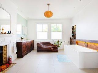 SunnyBay - Five bedroom English home in Putney/Wandsworth