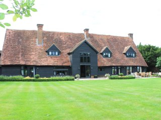 Stunning! Converted Barn Sleeps 15 - Eton/Windsor