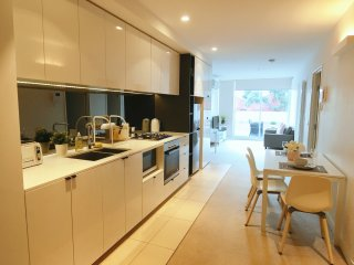 Elegant 2 Bedroom Apt in Mel CBD + VIC Market + Spacious Balcony
