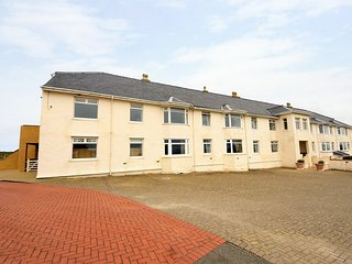 KING ARTHUR SUITE, spacious retreat, WiFi, close to the beach, in Trearddur