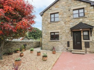 FERN END, patio with views, walking distance to Rothbury, stone-built, Ref