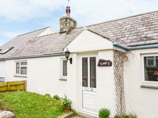 TY UCHAF, WIFI, exposed wooden beams and stone, incredible sea views, Re967651 f