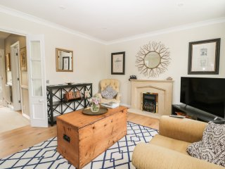 8 THE DRAYS, family friendly, over three floors, in Long Melford, Ref. 967597