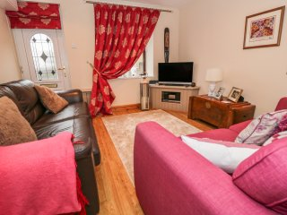 40 NEW ROW, centre of Pwllheli, beach nearby, traditional features, Ref 967522