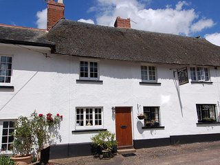 ROBIN COTTAGE, thatched cottage, in Otterton, East Devon AONB, Ref 967311