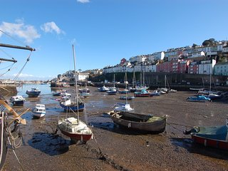 HARBOUR VIEW RETREAT, romantic stay, sea views, in Brixham. Ref 967306