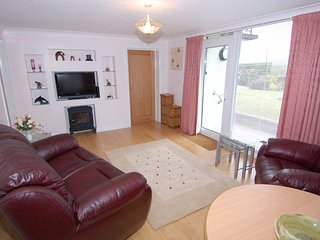 GARDEN VIEW, lovely ground floor apartment, close to English Riviera. In Kingske