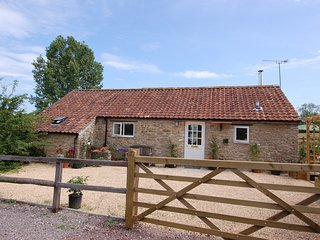 ACORN COTTAGE, detached cottage, countryside views. in Bruton, Ref 967264