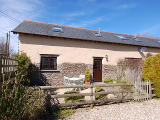 SWALLOWS NEST, immaculate, converted barn, close to Lynmouth, Ref 967247