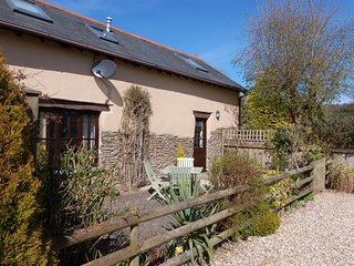 PIPISTRELLE COTTAGE, barn conversion, close to Lynmouth, Combe Martin 4 miles, R
