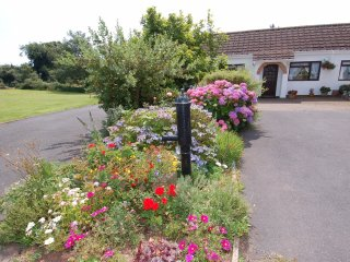 LITTLE WAYCROFT, comfortable, single storey, Dawlish Warren 2 miles, Ref 967243