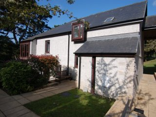 PINE COTTAGE, on Maenporth Estate. indoor pool, beach nearby, in Maenporth, Ref