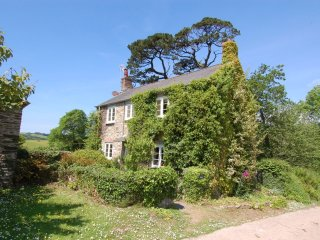 FERN COTTAGE, picture postcard cottage, close to beaches. nr Kingsbridge, Ref