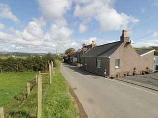 TRIGFA COTTAGE, WiFi, Smart TV, stunning countryside views, Ref 967081
