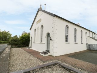 CAPEL BRYN BACHAU, woodburner, pool table, open plan layout, in Criccieth, Ref.