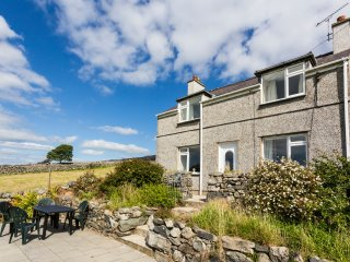 TYN Y GORLAN, WIFI, panoramic views of Snowdonia National Park, set on 12 acres