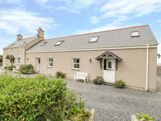 ERW NEWYDD, open plan, sea views, en-suite bathroom, Aberdaron, Ref 966873