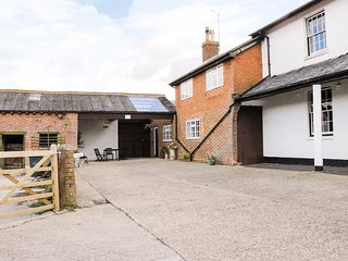 REDWOOD COTTAGE, electric stove, three bedrooms, on a working farm, in Bedford,