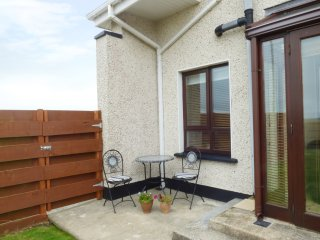 COAST VIEW, three bedrooms, pet friendly, garden with patio, in Kilmore Quay, Re