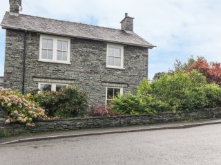 KIRKBANK COTTAGE, inglenook fireplace, en-suite bedroom, Lake District Natonal P