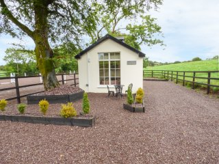 THE STABLE LODGE, cosy accommodation, open plan layout, countryside, shared game