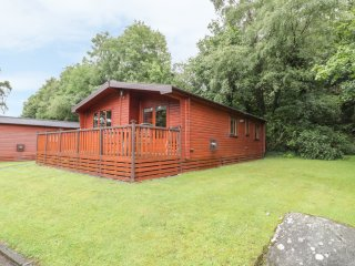LODGE 20, open plan living, swimming pool on-site, Bethesda a nice walk away, Re