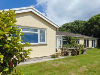 PRIMROSE PLAT, Ground floor accomodation, WiFi and great views, Devon. Ref