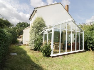 ROSE COTTAGE, conservatory, charming features, traditional,near Saxmundham, Ref