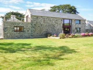 THE OWL'S HOOT, wood burner, three bedrooms, pet friendly, near Kilrane, Ref