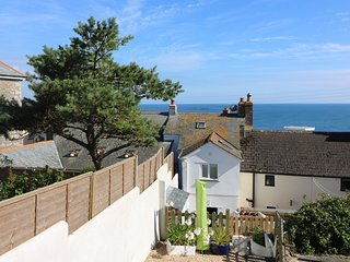 NER SEA, seaside cottage, woodburner, ideal for a couple, in Marazion, Ref