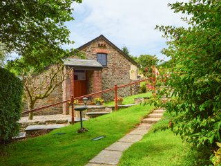 SHIPLOAD COTTAGE, sun terrace, delightful location, pet friendly, in Hartland, R
