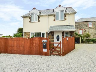 KINGFISHER HOUSE, Smart TV, open plan, beach within easy reach, Ref  965178