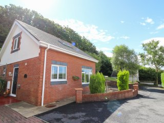 THE LODGE, WIFI, countryside views, open plan living, Ref 964370
