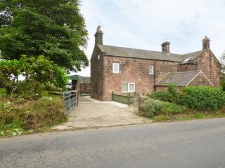 THE GRANARY, WIFI, woodburning stove, countryside views, near Stoke-on-Trent, Re