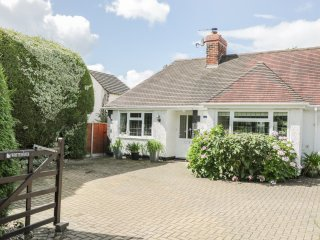 WHITEHAYES, beautiful large gardens, underfloor heating, WIFI, Ref 963567