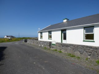 SEA VIEW COTTAGE, open fire, three bedrooms, views, in Fanore, Ref. 963565
