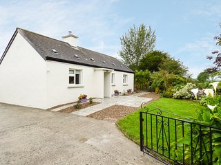KENNEDY'S COTTAGE, WIFI, traditional features, stunning garden, Ref 963561