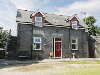 HEN STABL, WIFI former working farm, views to Snowdonia National Park, near