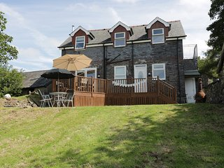 HEN STABL, WIFI former working farm, views to Snowdonia National Park, near