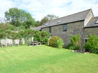 MEADOW COTTAGE, cosy and character, barn conversion, beautiful, near Fowey