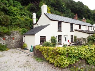 1 YEW TREE COTTAGES, double bedrooms, garden with patio, near Lydbrook, Ref