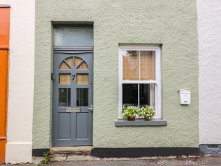 7 BELL STREET, WIFI, attic snug room, original flagstone floor, in Talgarth, Ref