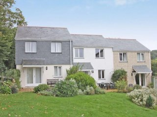 STARFISH COTTAGE, terraced house, plunge pool, tennis court, off road parking, F