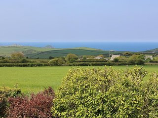 ENGLANDS PIECE dormer bungalow, 180 degree coastal views, Wifi, near Porth Isaac