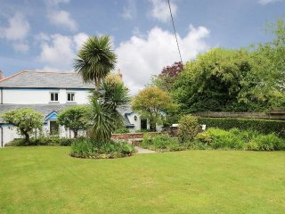 THE ELMS divine period cottage, beach close by, beautiful garden, St Ives 15 min