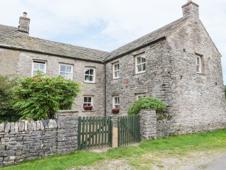 LAMMERGILL exposed stone, excellent countryside views, in Yorkshire Dales Nation