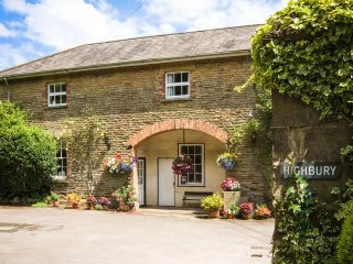 TACK ROOM, beautiful, cosy, WiFi, countryside views, in Lydney, ref:962437