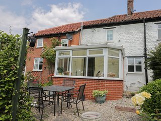 BROOKE COTTAGE, well equipped, close to the beach, Mundesley, ref 961870