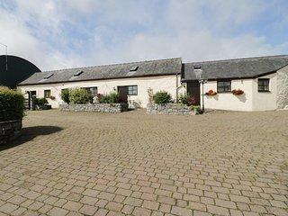 BEUDY, open plan accommodation, double bedroom, rural location, in Llansannan